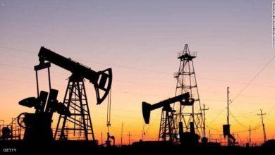Photo of النفط يهبط 1% بعد تراجع مخاوف المعروض