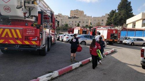 Photo of الاطفاء: اخماد حريق شب داخل ملجأ مدرسة في القدس