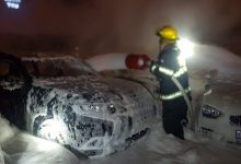 Photo of طواقم الاطفاء: اخماد حريق داخل محل لبيع السيارات