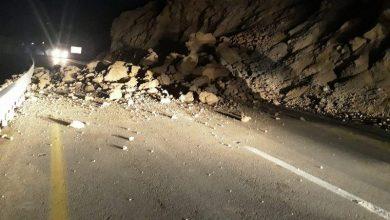 Photo of اغلاق شارع 31 بسبب انهيار جزء من جبل