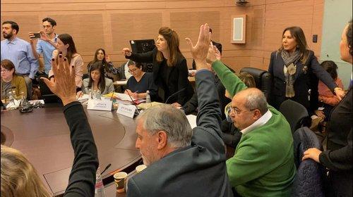 Photo of أصوات المشتركة تحسم التصويت وتضطر نواب اليمين للانسحاب من القاعة