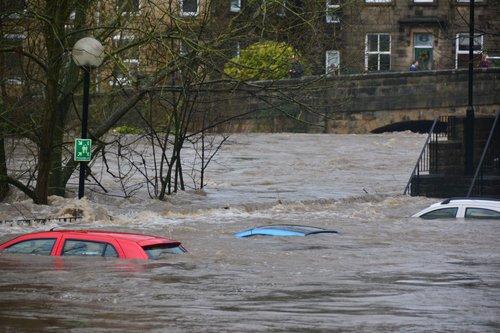 Photo of فيضانات في حيفا وطواقم الاطفاء تعمل في مختلف انحاء المدينة