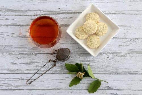 """Photo of الشاي الأخضر أم الأسود؟ دراسة تكشف """"الأكثر فائدة"""""""