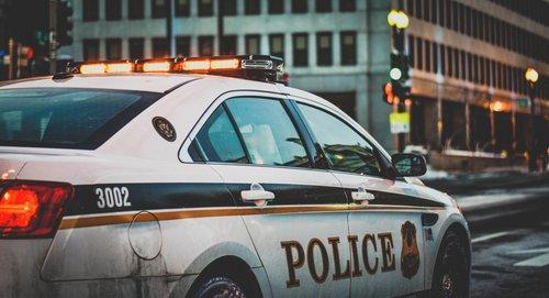 Photo of الشرطة تلقي القبض على سائق من الطيبة بعد ان قاد سيارته بسرعة 186