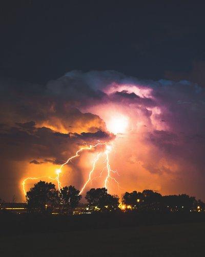Photo of طواقم الاطفاء: العمل على معالجة الحوادث بسبب الأحوال الجوية