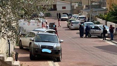Photo of إصابة متوسطة لطفلة دهست باب مدرسة وشخص نقلها لبيتها بدل طلب الإسعاف