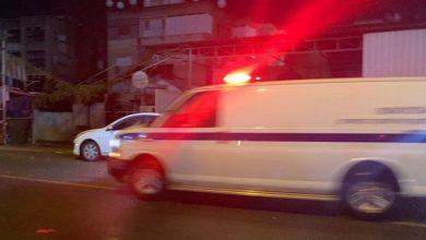 صورة اصابة خطيرة لشاب باطلاق نار في مدينة الطيبة