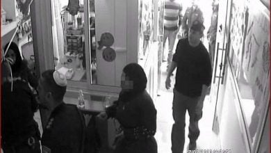Photo of الشرطة تقتحم روضة في مدينة الطيبة وتفتش حقائب الأطفال