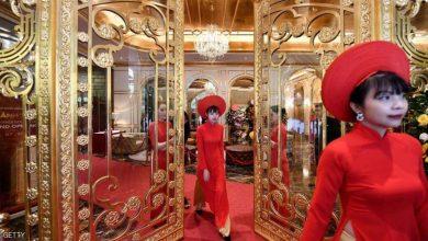 "Photo of مغاطس وغرف وفناجين مذهبة.. ""أول"" فندق مطلي بالذهب في فيتنام"