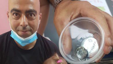 Photo of المضمد مروان حسنين من الطيبة ينقذ طفلة بعد ان ابتلعت حبة زجاج