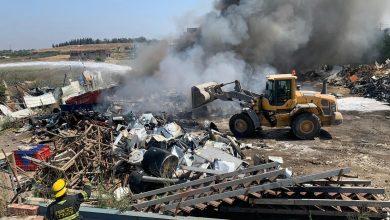Photo of بالفيديو: حريق في احدى مستودعات الخردة في مدينة الطيبة