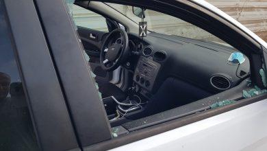 Photo of 3 اصابات واضرار بسيارة الصحفي حسن شعلان خلال عملية الهدم بالطيرة