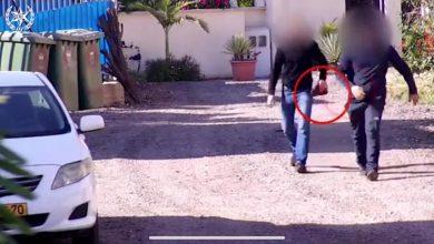 Photo of الشرطة : اتهام 7شبان من الطيبة بحيازة السلاح بعد ان صورتهم كاميرات المراقبة