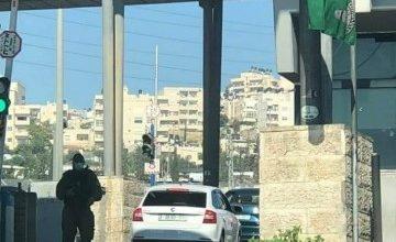 Photo of اسرائيل تنفي السماح بدخول الفلسطينيين بسياراتهم ودون تصاريح