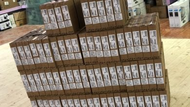 صورة الطيبة – تسليم 100 حاسوب متنقل لتوزيعها للاسر المتعففة
