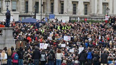 صورة الآلاف يتظاهرون في لندن ضد التباعد الاجتماعي والإغلاق