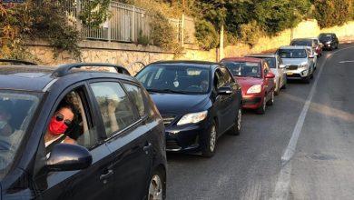صورة الناصرة: توافد العشرات في محطة فحوصات الكورونا في ساحة بلدية الناصرة