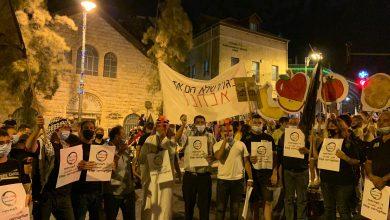 صورة تظاهر الالاف في القدس خلال الاغلاق: اشتباكات و 11 معتقلا