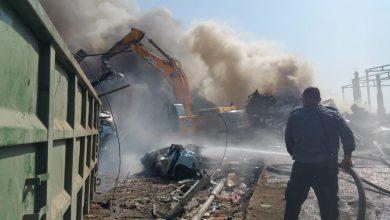 صورة 5 طواقم اطفاء تسيطر على الحريق في المنطقة الصناعية بالطيبة