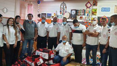صورة نجمة داوود الحمراء تمنح 15 حقيبة اسعاف اولي على متطوعيها في الطيبة