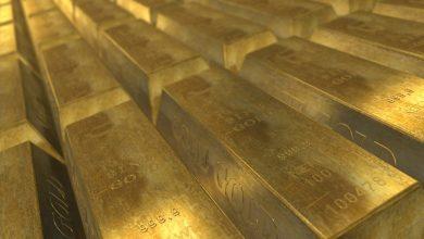 صورة الذهب يهبط مع صعود الدولار