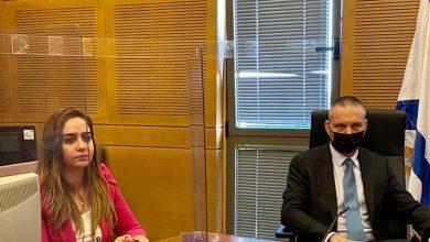 صورة النائب سندس صالح في جلسة عمل مع وزير العلوم والتكنلوجيا: المجتمع العربي لا ينقصه كفاءات ولكن ينقصه برامج وأطر