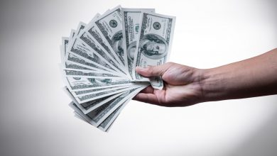 صورة العلماء يحددون المدة: كم يعيش فيروس كورونا على النقود؟